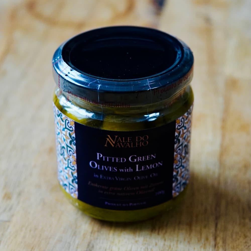 entkernte grüne Oliven mit Zitrone in nativem Olivenöl extra - Portugal