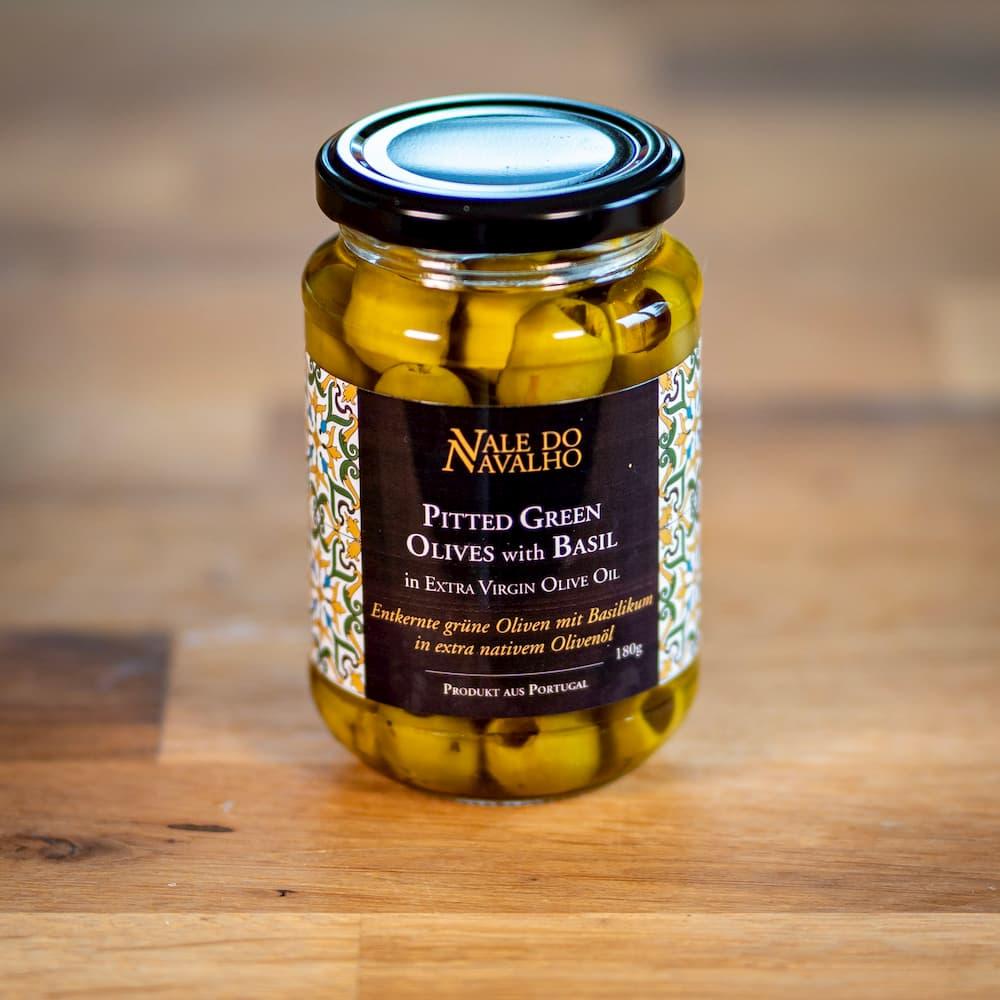 entkernte grüne Oliven mit Basilikum in nativem Olivenöl extra - Portugal